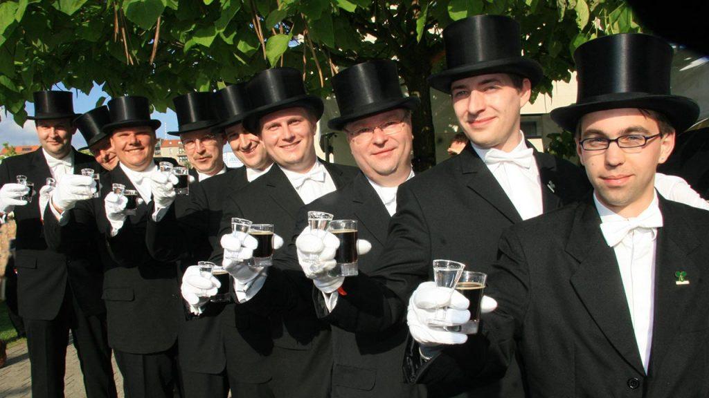 Bruchmeister trinken Lüttje Lage